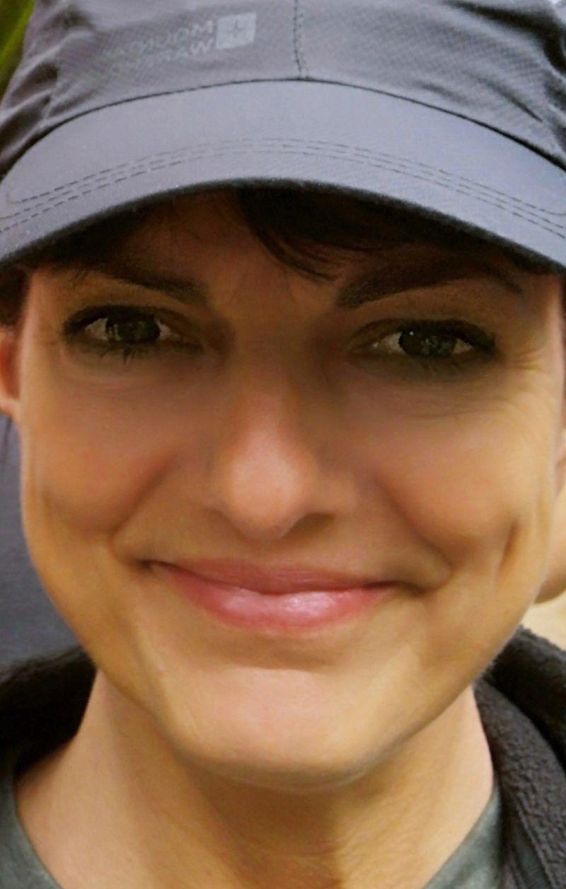 Smilingbrunette